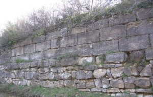 The remains of the Long Walls in Thrace (panoramio.com/photo/20959714)