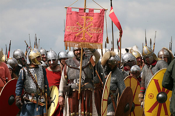 Late Roman infantry with a Labaarum standard (www.durolitum.co.uk)