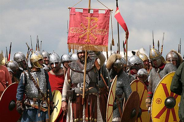 Late Roman infantry with a Labaarum standard (www.durolitum.co.uk)