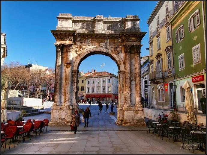 The Arch of the Sergii, Pula (pulacroatia.net)