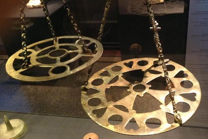 Byzantine polykandela in brass or bronze. (pallasweb.com)