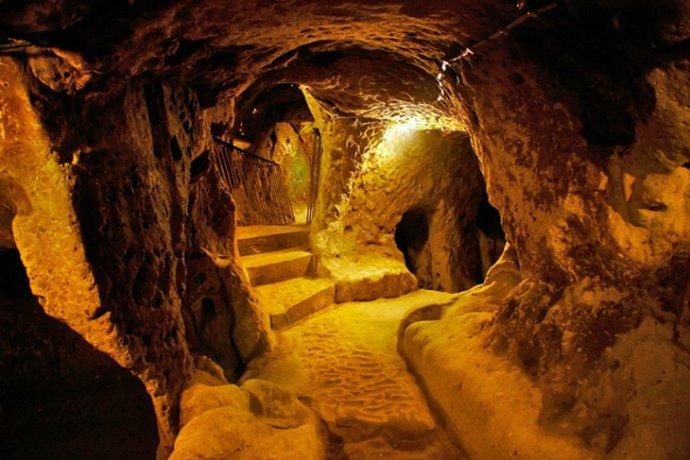 Derinkuyu underground caves (planetware.com)